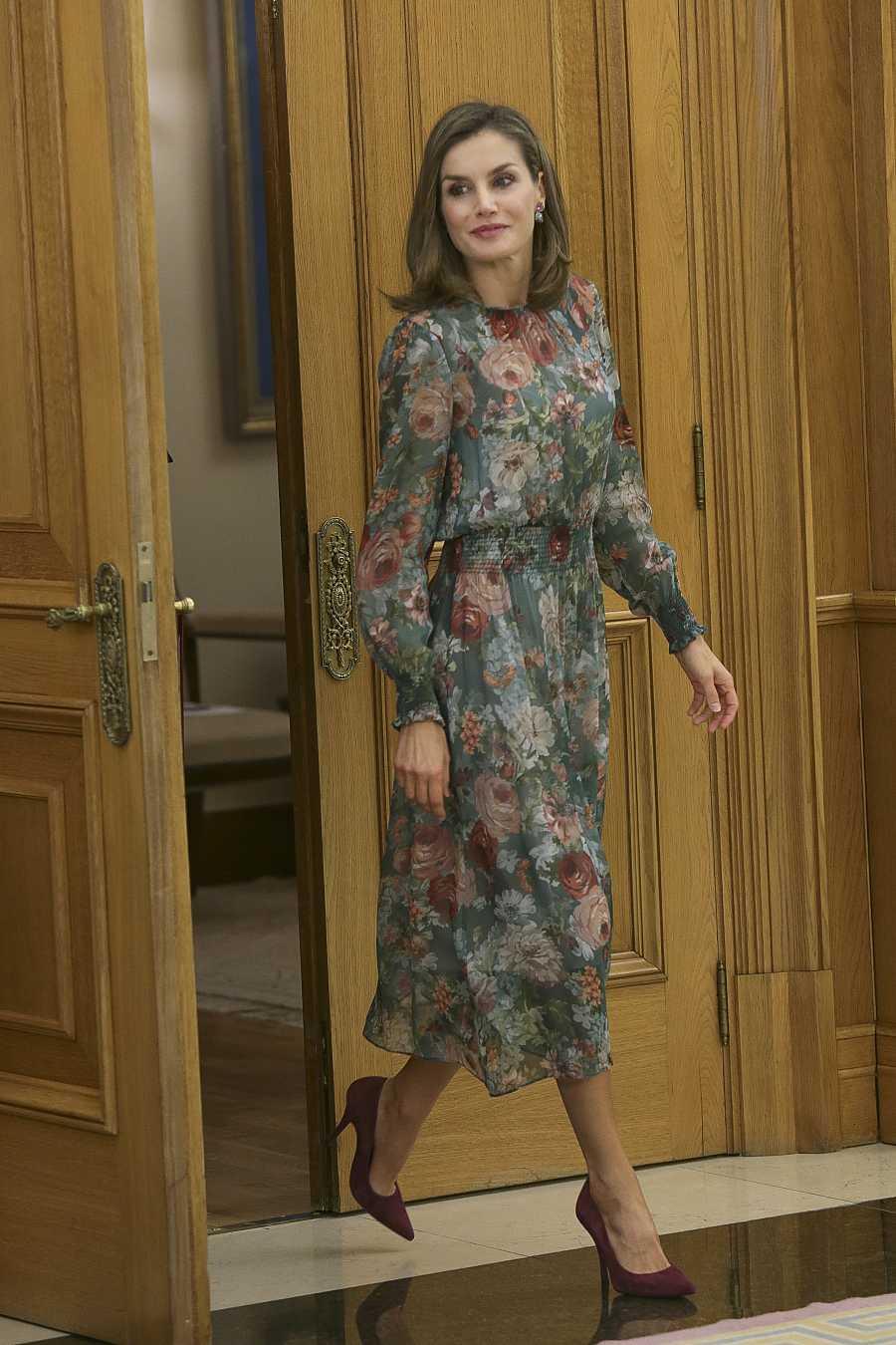 La reina Letizia con un conjunto de Zara en el Palacio de la Zarzuela