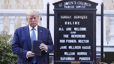 La imagen de Donald Trump con la Biblia fue tomada el 1 de junio frente a la Iglesia episcopaliana St. John de Washington.