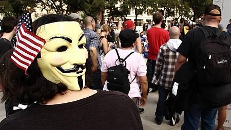 Careta de Anonymous con bandera de Estados Unidos.