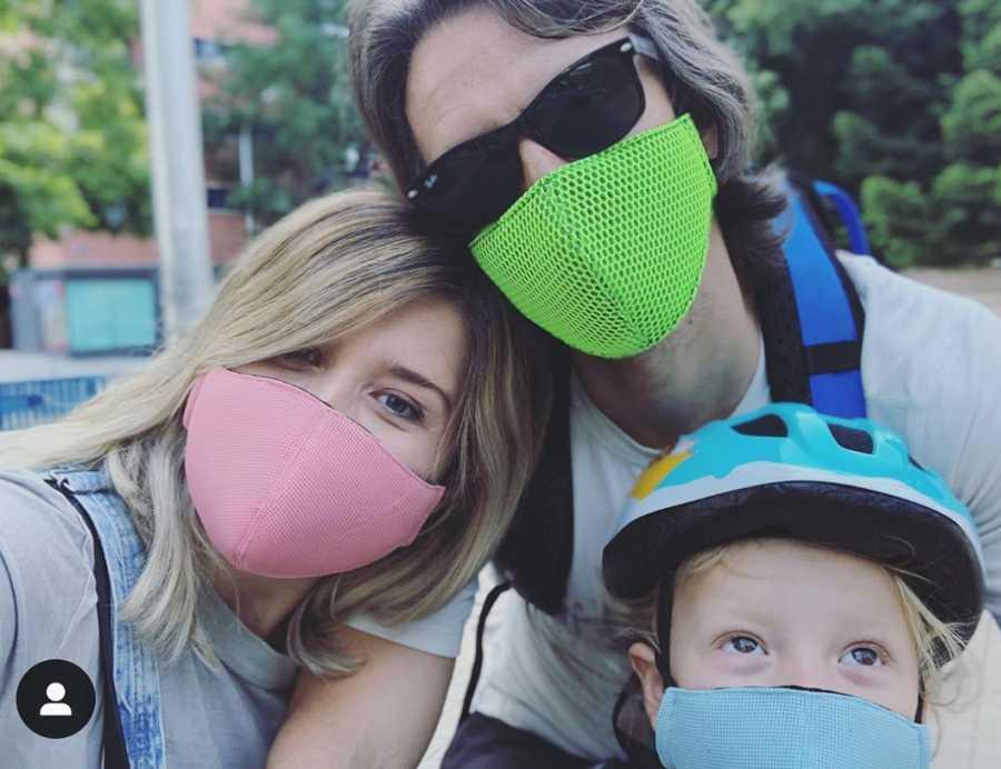 Cristina Boscá y su familia, con mascarilla contra el COVID-19