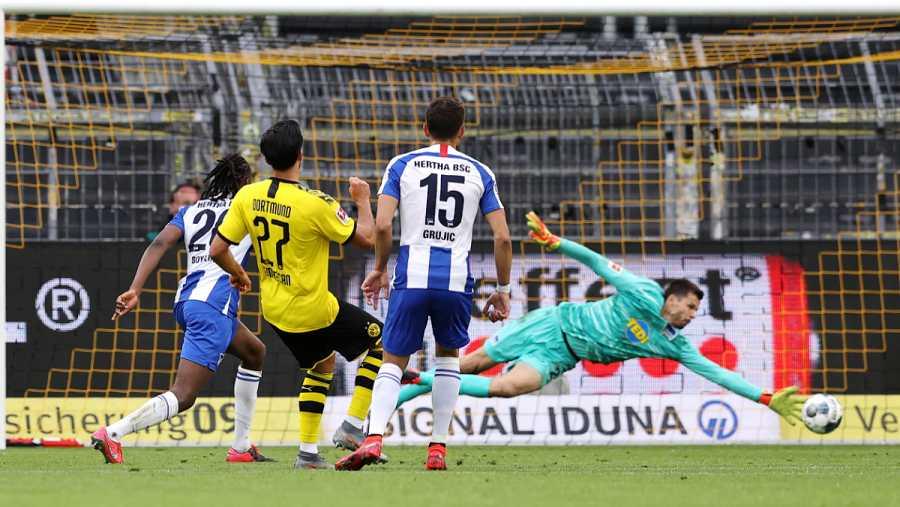 Imagen: Disparo de Emre Can que supuso el único gol del partido