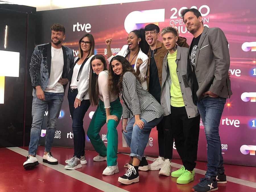 Los 5 finalistas de Operación Triunfo con Noemí, Ricky y Brian