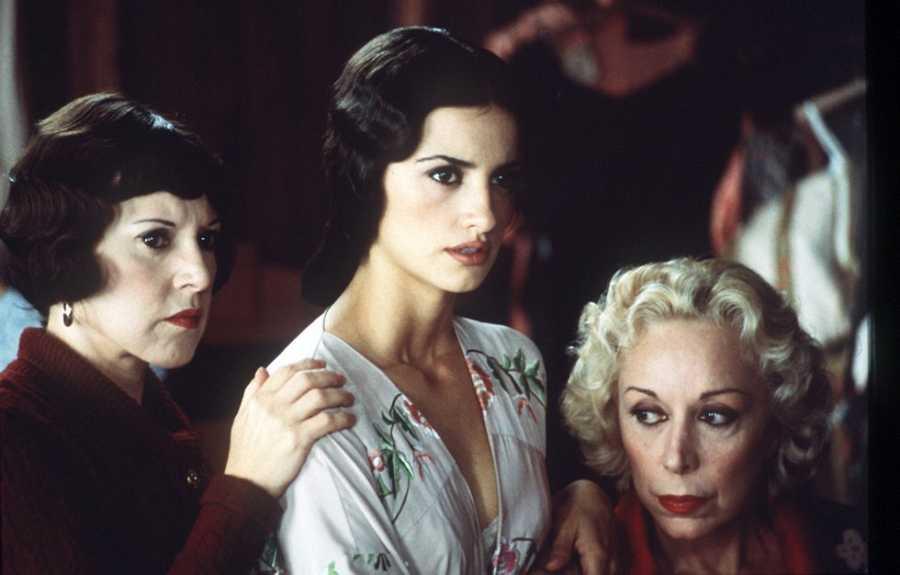 Loles León, Penélope Cruz y Rosa María Sardà en 'La niña de tus ojos', de Fernando Trueba