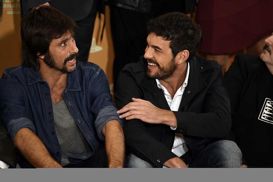 Hugo Silva y Mario Casas en el photocall de