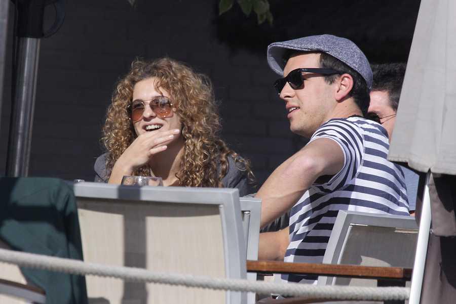 Mario Casas y su hermana Sheila en un restaurante de Málaga