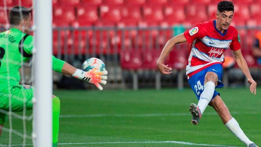 Imagen: Golpeo del segundo gol de Carlos Martínez