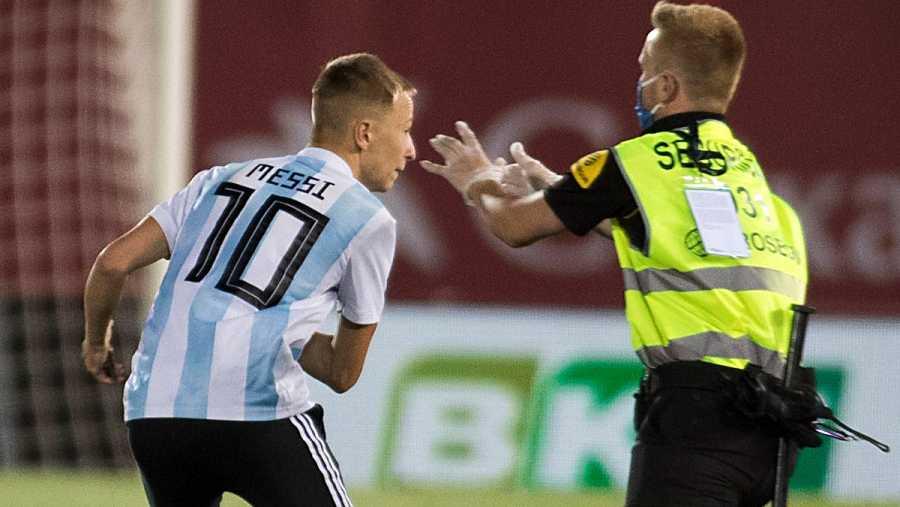 Imagen: El espontáneo con la camiseta de Leo Messi