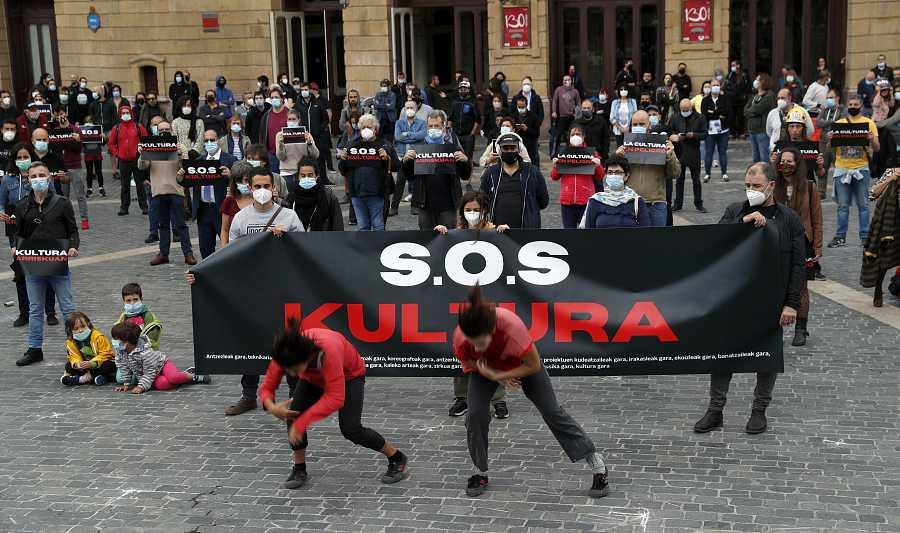 Centenares de artistas vascos piden que la Cultura sea un bien necesario
