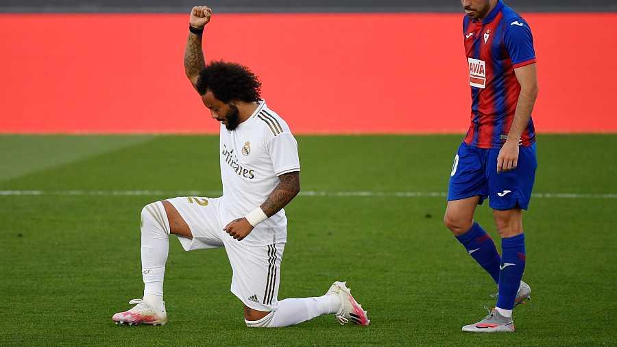 Marcelo celebra su gol arrodillándose para sumarse al movimiento Black Lives Matter