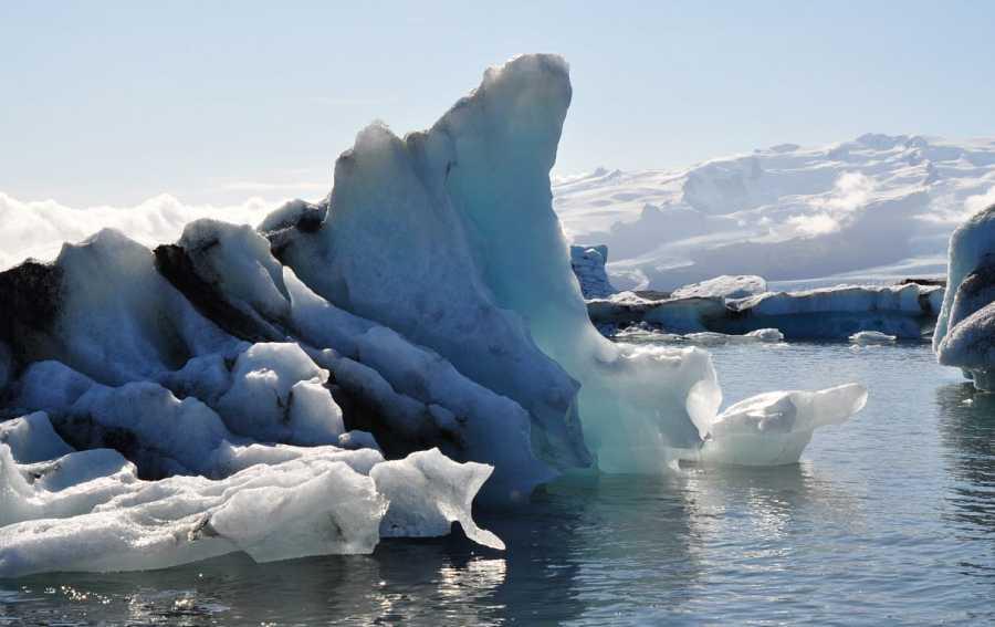 Imagen de un iceberg derritiéndose