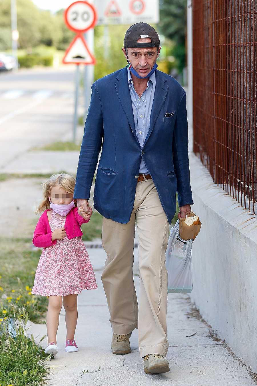 Alessandro Lequio en su 60 cumpleaños con su hija Ginevra por las calles de Madrid