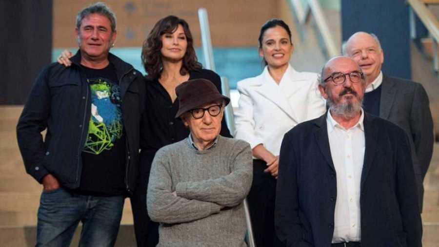 Woody Allen en San Sebastián con el equipo de 'Rifkin's Festival'.
