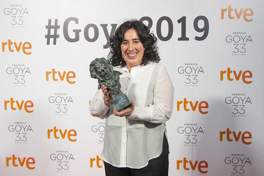 Arantxa Echevarría con el Goya a mejor dirección novel