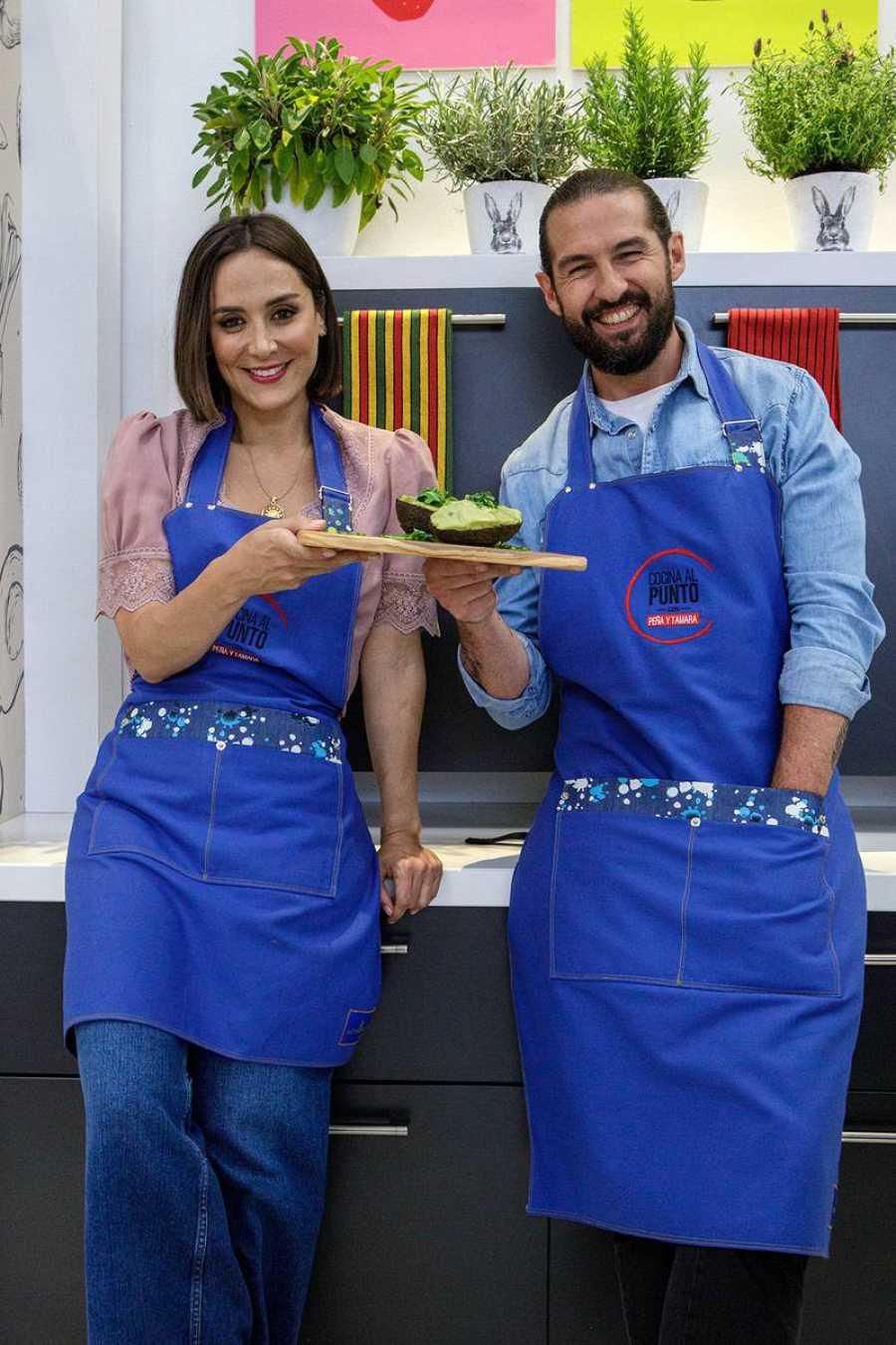 Javier Peña y Tamara Falcó, con el resultado final en 'Cocina al punto con Peña y Tamara'