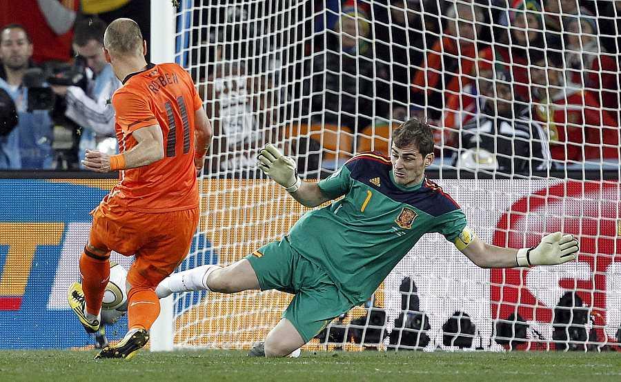 Final: La parada de Casillas a Robben