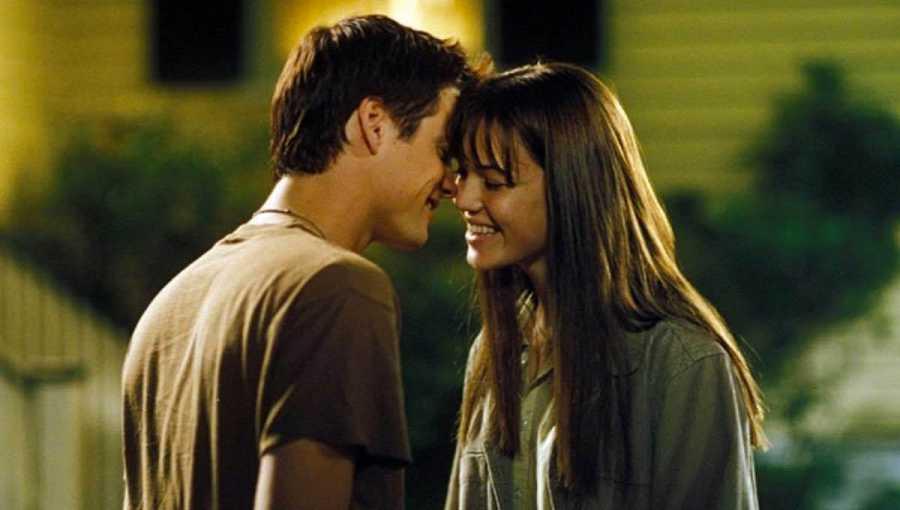 Mandy Moore y Shane West en 'Un paseo para recordar' (2002), basada en una novela de Nicholas Sparks