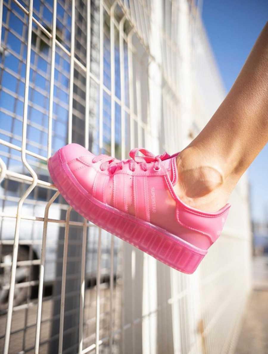 El nuevo modelo de deportivas Adidas con transparencias inspirado en las cangrejeras