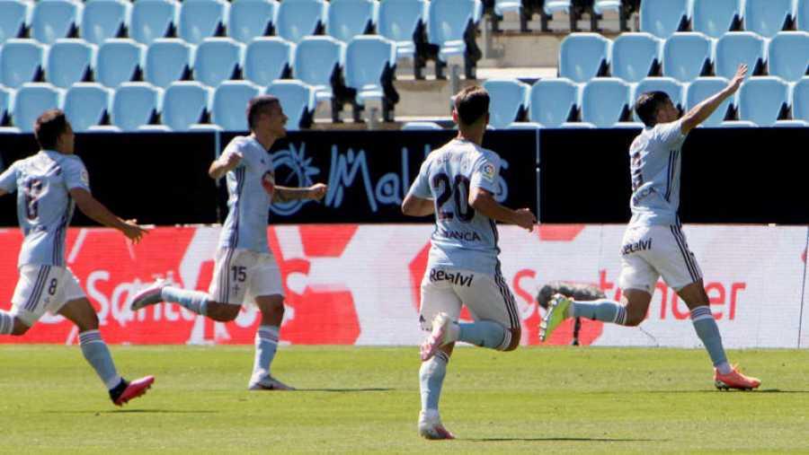 Imagen: Sus compañeros persiguen a Nolito para celebrar el gol del sanluqueño