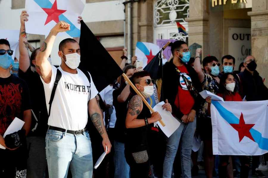 Elecciones gallegas 2020: Manifestantes protestan con motivo del mitin en Vox en Lugo del viernes 3 de julio.