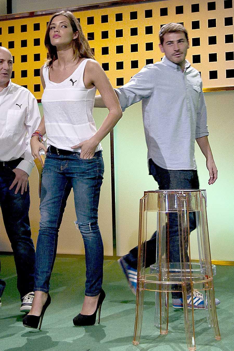 Sara Carbonero y Casillas en la presentación de la cobertura para la Copa Confederaciones de Brasil.