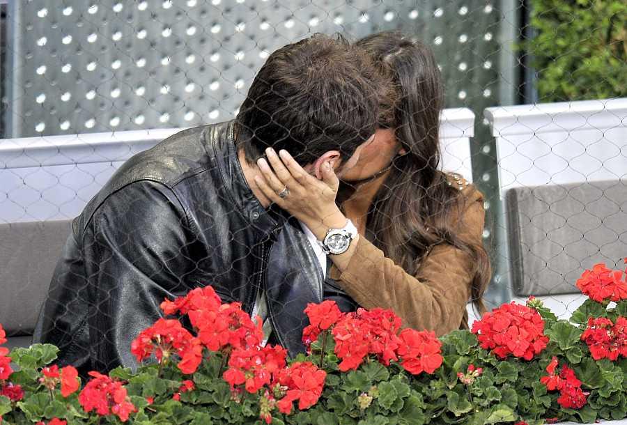 Iker y Sara se dan un beso durante el torneo de tenis en Madrid