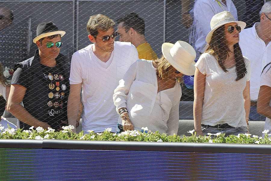 Alejandro Sanz, Iker Casillas, Sara Carbonero yRaquel Pereradurante el Open de Madrid en 2014