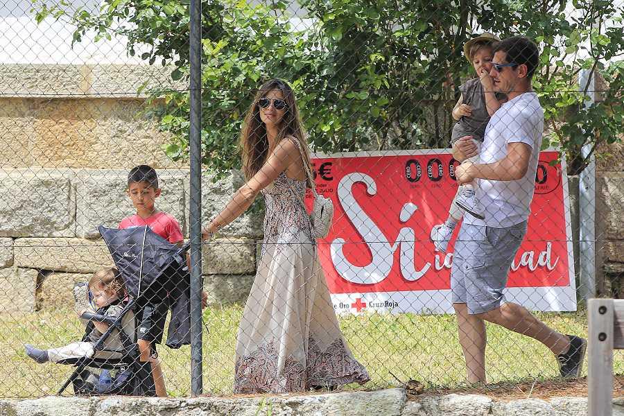 La pareja con sus hijos en Navalacruz