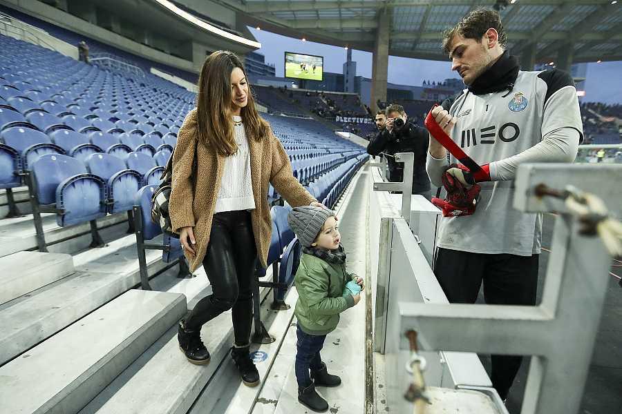Iker con Sara y Martín durante un entrenamiento del Oporto