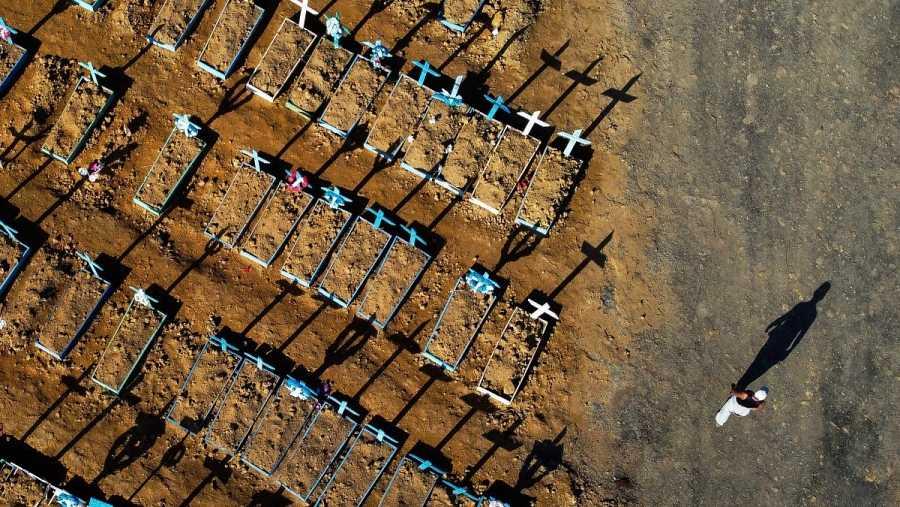 Vista aérea del cementerio de Nossa Senhora Aparecida en Manaus, Brasil, en una fotografía de finales de junio