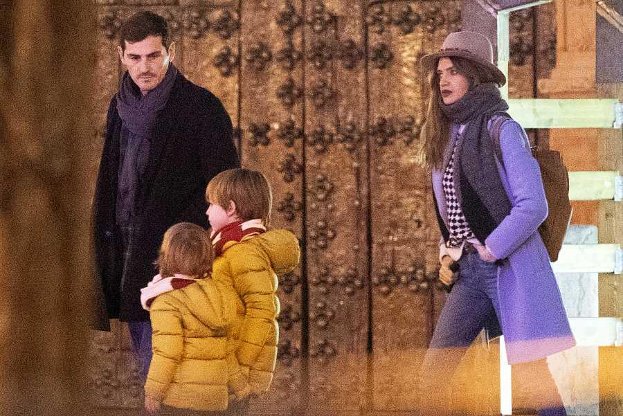 Iker y Sara con sus hijos en Corral de Almaguer, Toledo, las últimas navidades