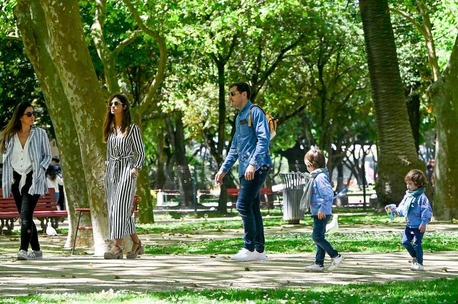 La pareja pase con Martín y Lucas por Oporto
