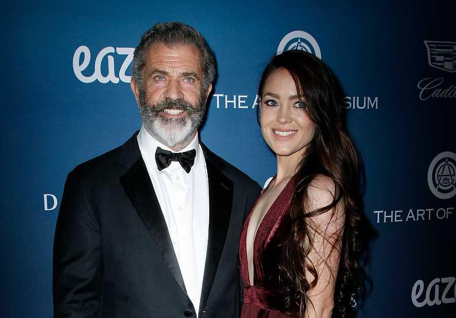 Mel Gibson y Rosalind Ross, 35 años menor que él