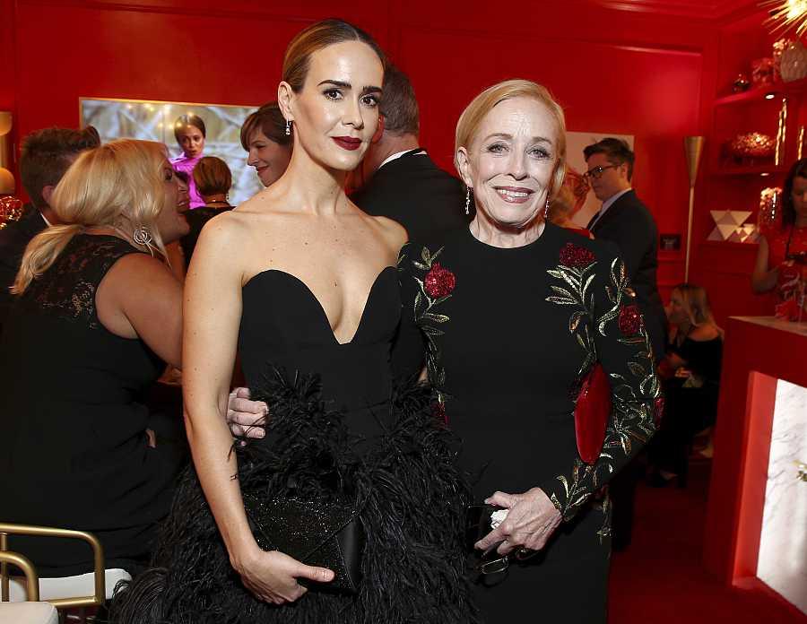 La actriz Sarah Paulson (45 años) y su pareja desde hace cinco, la actriz Holland Taylor (77)