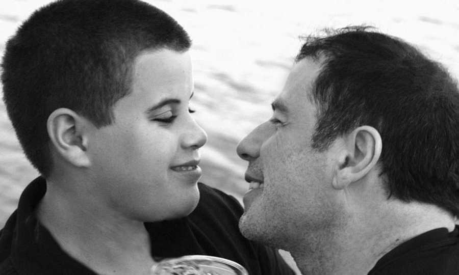 John Travolta junto a su hijo Jett, fallecido en el año 2009