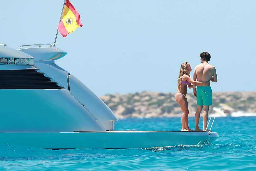Sebastian Stan está pasando unas vacaciones con Alejandra Onieva en Ibiza