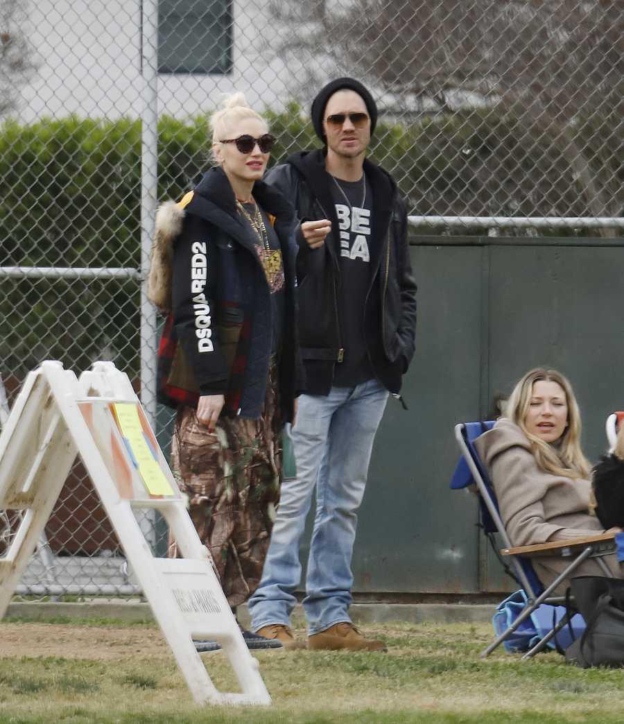 Gwen Stefani y Chad Michael Murray fotografiados en Los Ángeles mientras sus hijos juegan al futbol