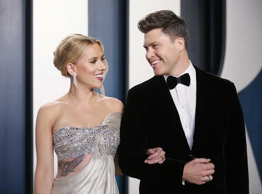 Scarlett Johansson junto a su prometido, el cómico Colin Jost, en la after party de los Oscar 2020