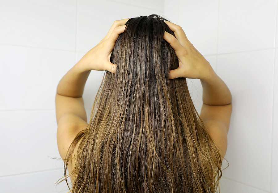 Masajear el cuero cabelludo ayuda a eliminar toxinas acumuladas del sudor y contaminación