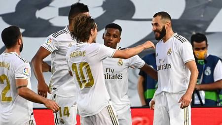 Los jugadores del Madrid celebran un gol