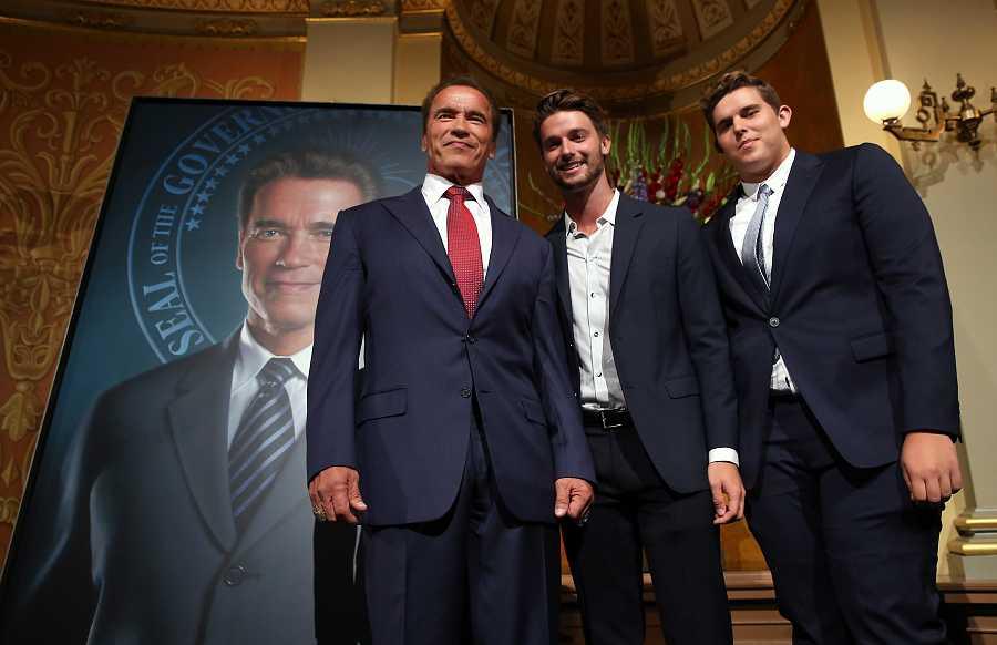 Arnold Schwarzenegger con sus hijos Patrick y Christopher