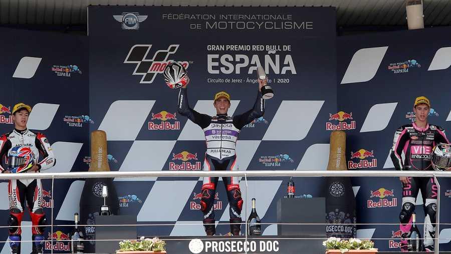 Imagen: Albert Arenas (KTM), escoltado en el podio por Ai Ogura (Honda) y Tony Arbolino (Honda)