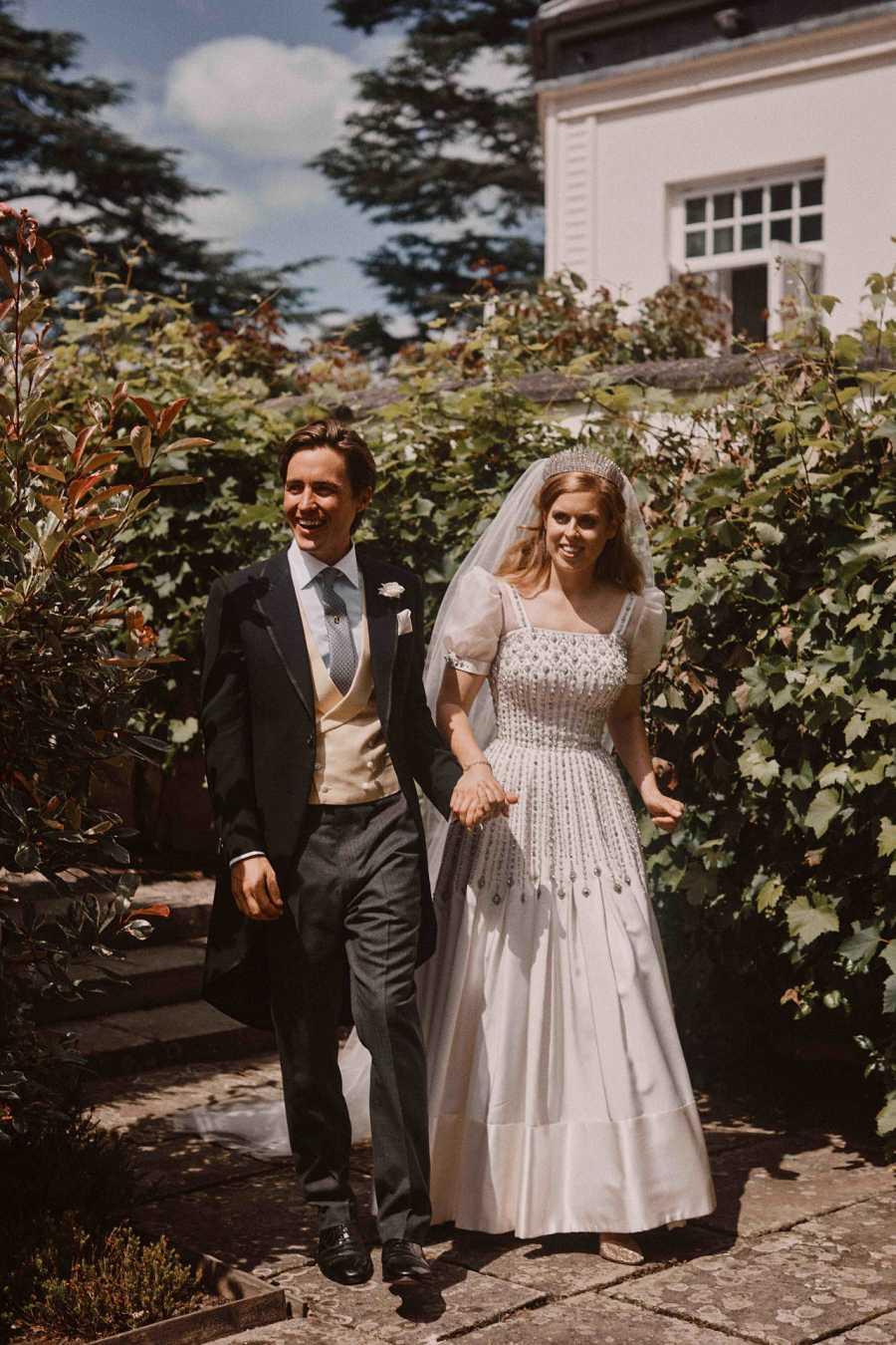Edoardo Mapelli y Beatriz de York posan como marido y mujer después de boda secreta