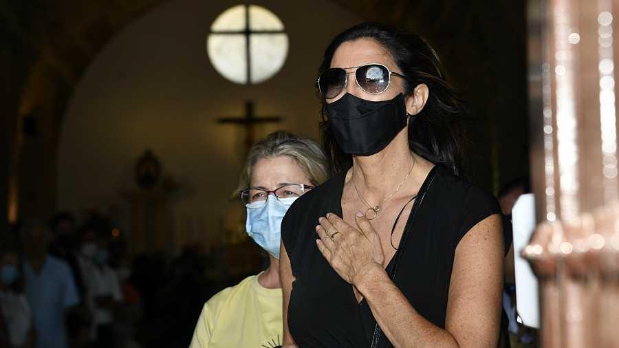Paz Padilla en el entierro de su marido Juan Vidal agradece con un sentido gesto las muestras de cariño