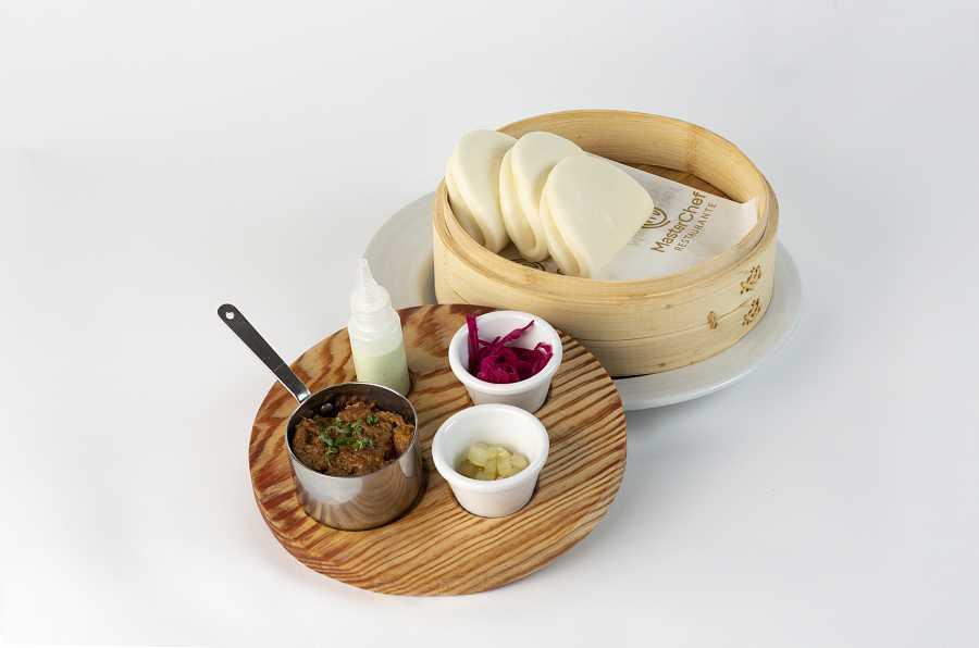 Bao de carrilleras ibéricas, encurtidos caseros y mayonesa de Wasabi de Carlos Maldonado