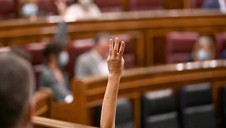 Momento de la votación de este miércoles en el pleno del Congreso que debate la convalidación de cuatro reales decretos-leyes relativos a la creación del fondo COVID-19 y con medidas para la reactivación económica y del empleo