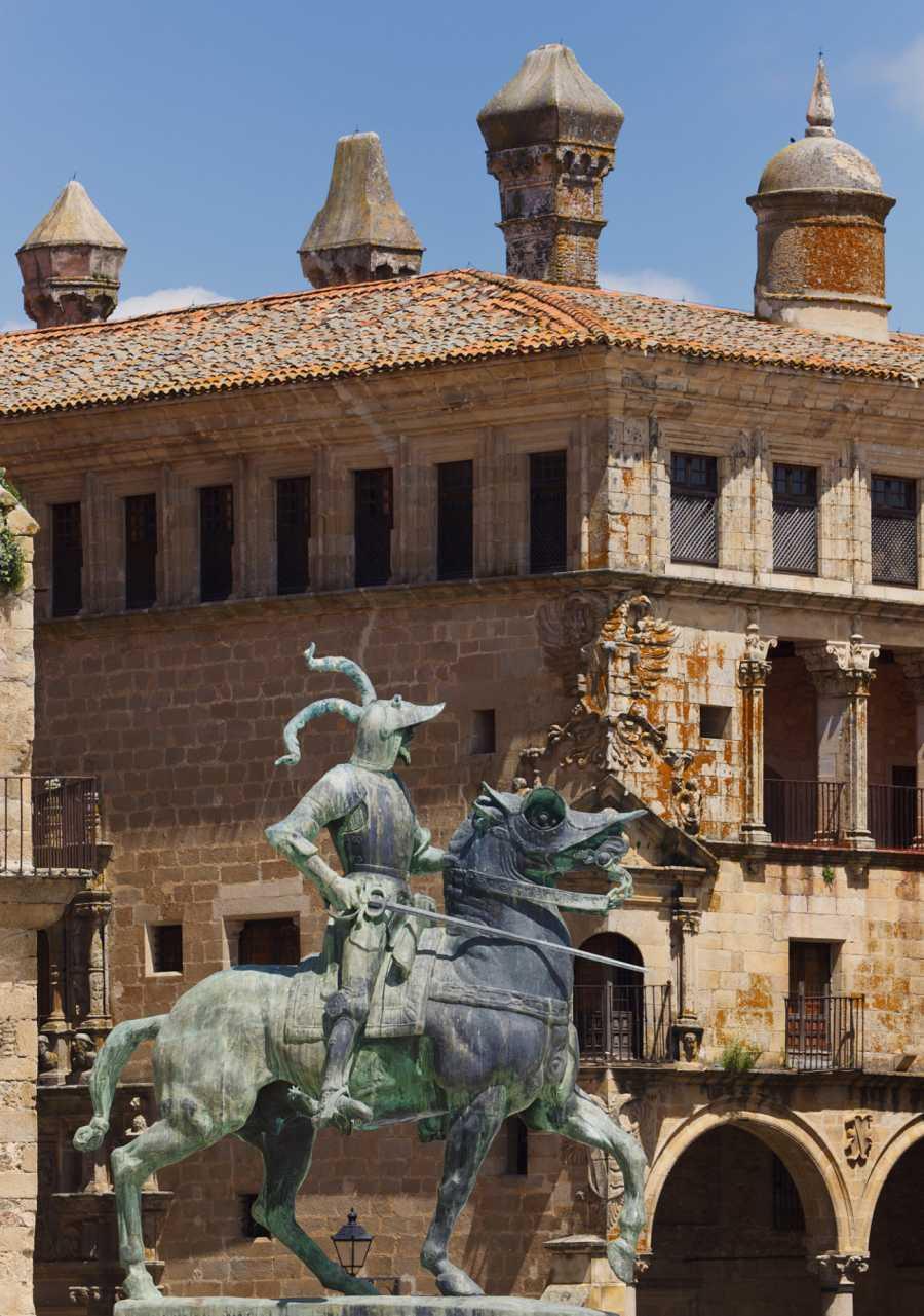 Estatua de Pizarro en Trujillo, pueblo de Cáceres