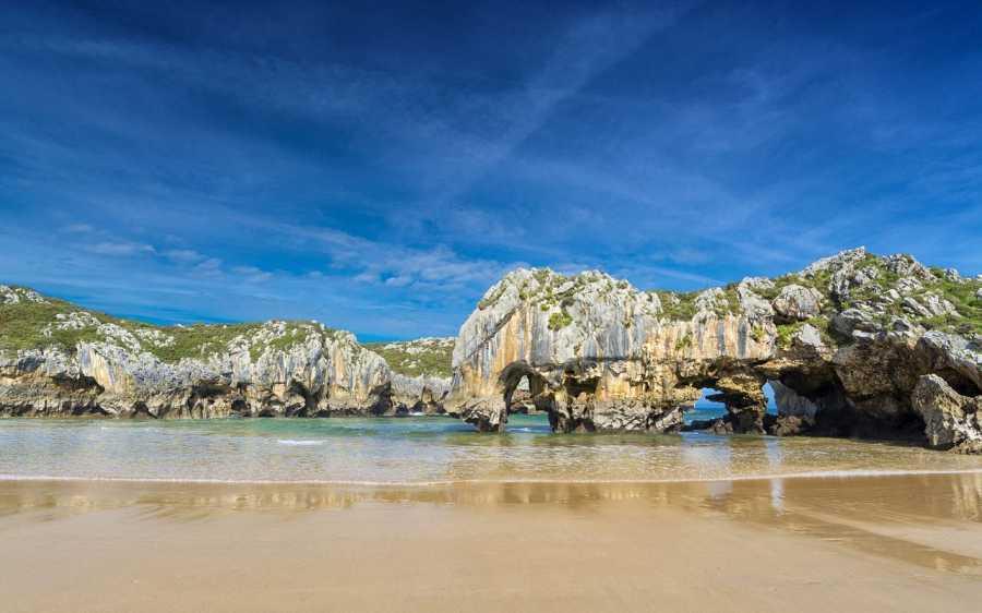 Playa Cuevas del mar, Llanes, Asturias