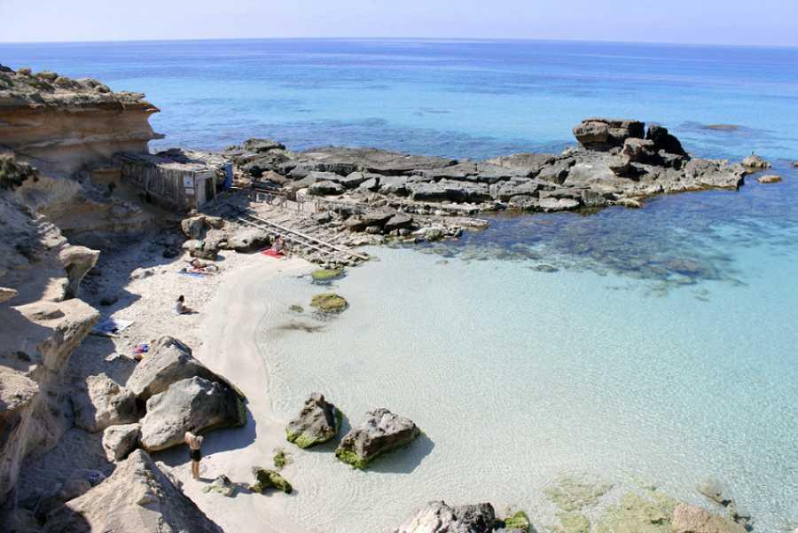 Caló d'Es Mort, Formentera