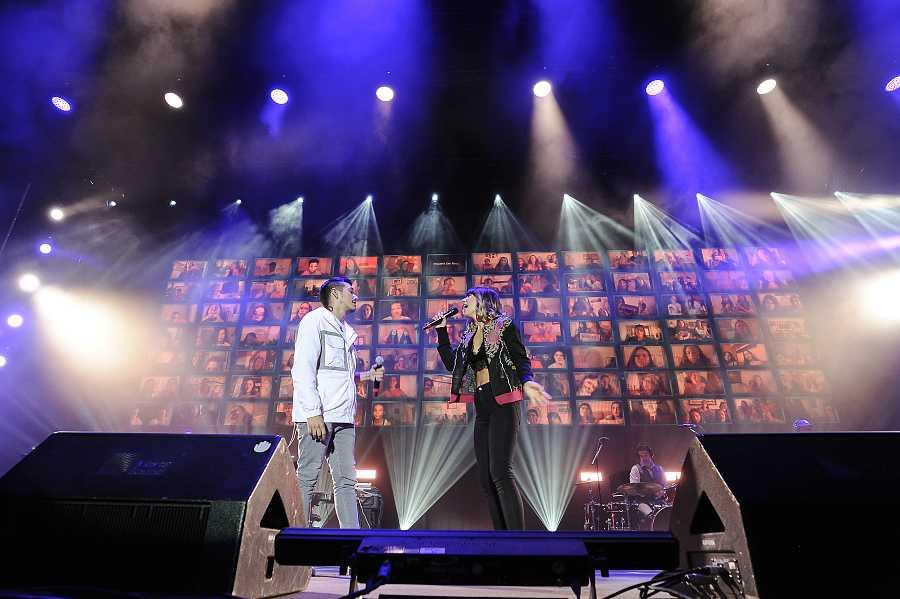 Bruno y Maialen cantan