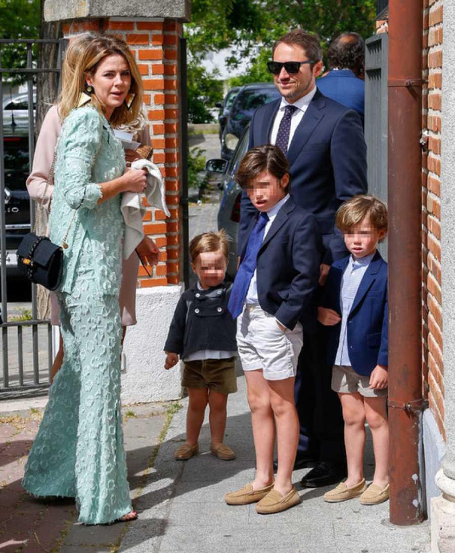 Amelia Bono y Manuel Martos con su familia